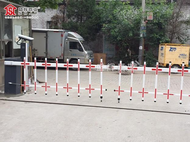 【车牌识别系统道闸】北京某物流园门口