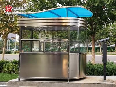 定制不锈钢岗亭—— 停车场收费岗亭送至车场投入使用