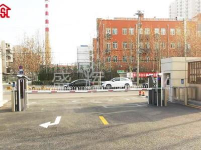 北京某供电所门口车牌识别系统+升降柱 双层保护